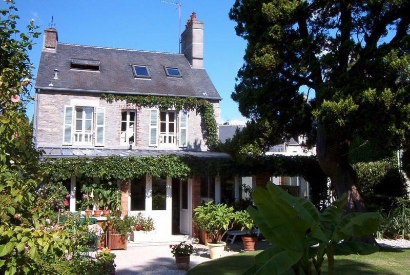 Sale house / villa Coutances 280000€ - Picture 1