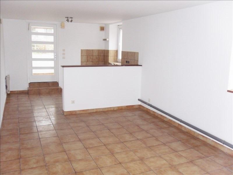 Rental apartment Tremeven 325€ CC - Picture 1