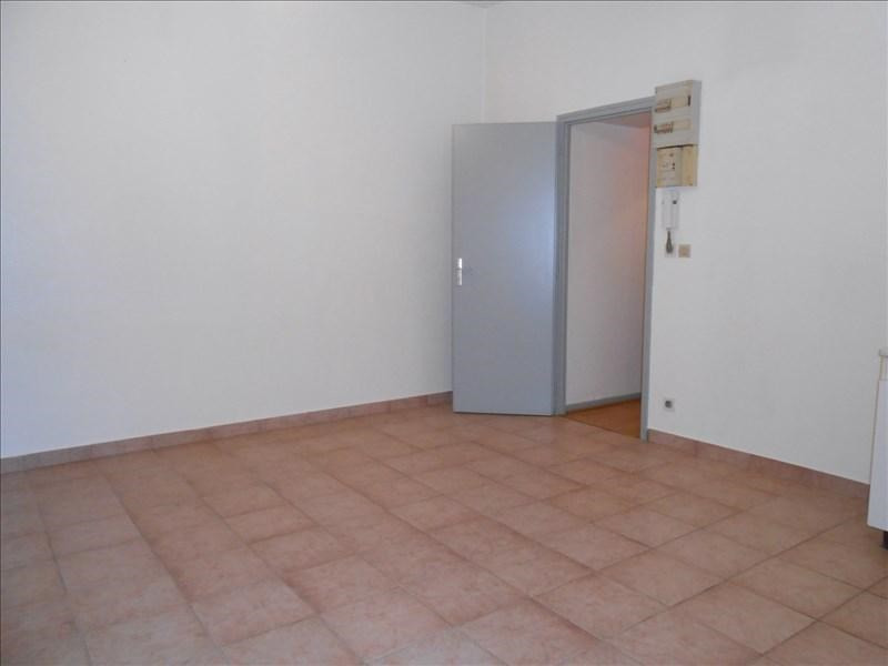 Rental apartment Ste colombe 450€ CC - Picture 2