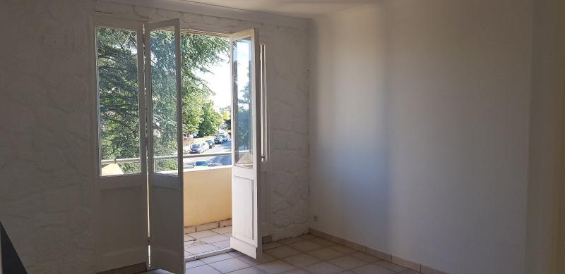 Rental apartment Sathonay camp 700€ CC - Picture 1