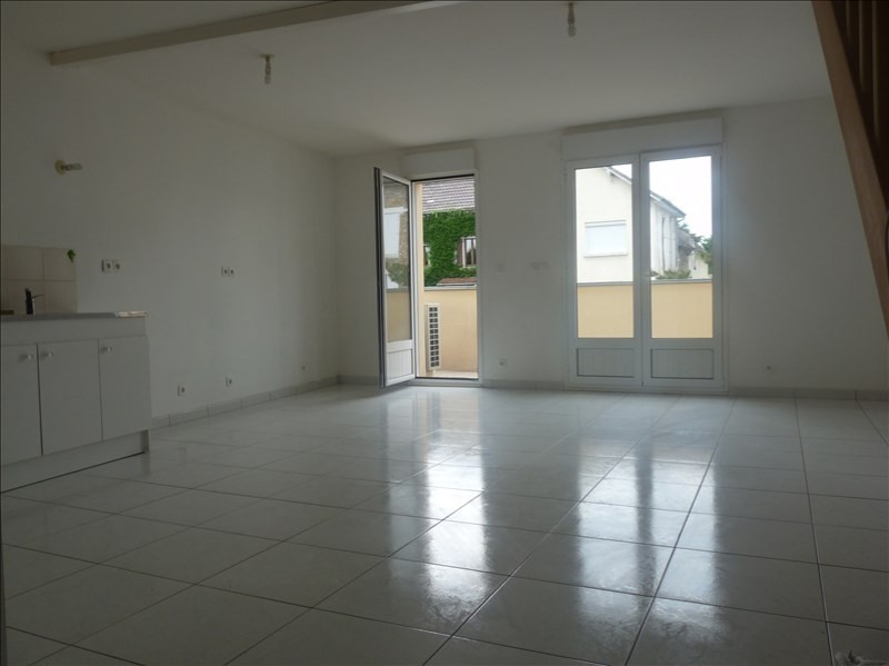 Rental apartment Nanteuil les meaux 875€ CC - Picture 1