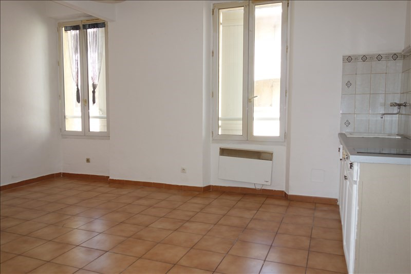 Location appartement La londe les maures 447€ CC - Photo 2