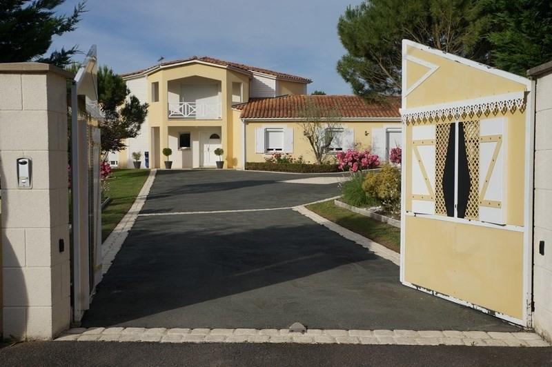 Vente de prestige maison / villa Cherves richemont 628950€ - Photo 10