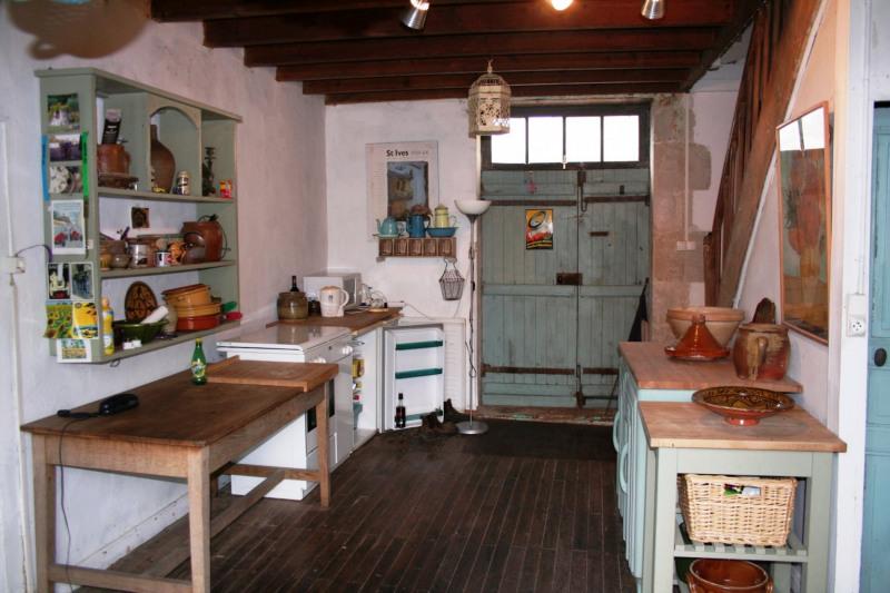 Sale house / villa Chef-boutonne 60500€ - Picture 4
