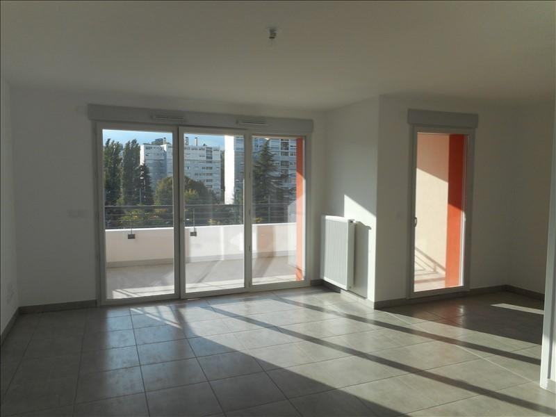 Rental apartment Voiron 821€ CC - Picture 1
