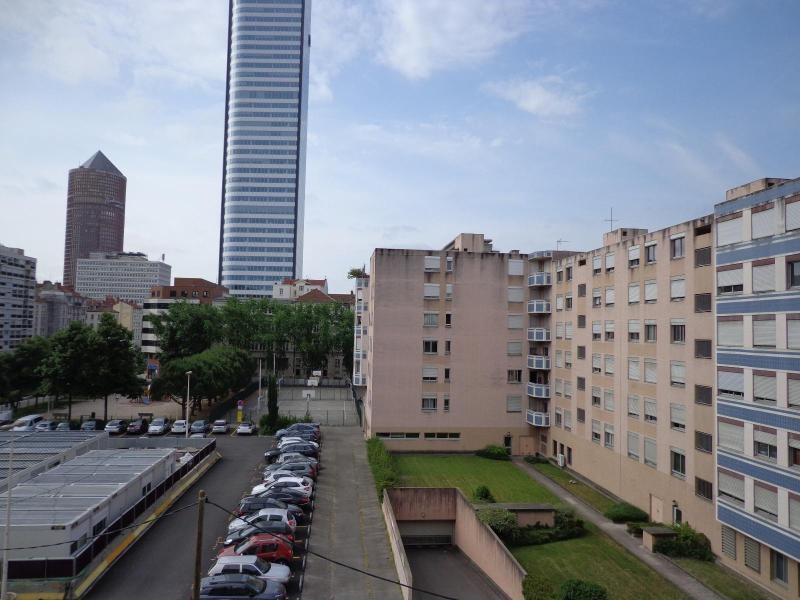 Location appartement Lyon 6ème 605€ CC - Photo 2