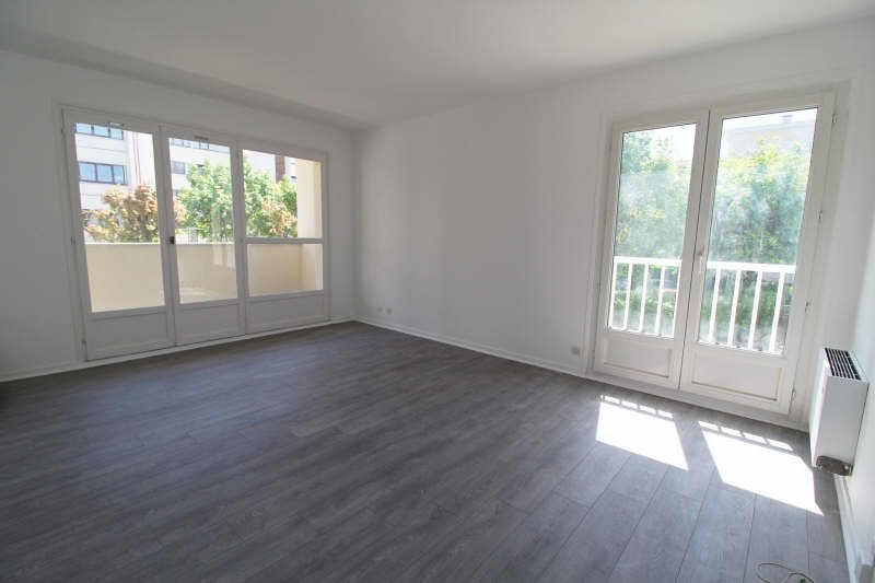 Sale apartment Elancourt 150 000€ - Picture 1