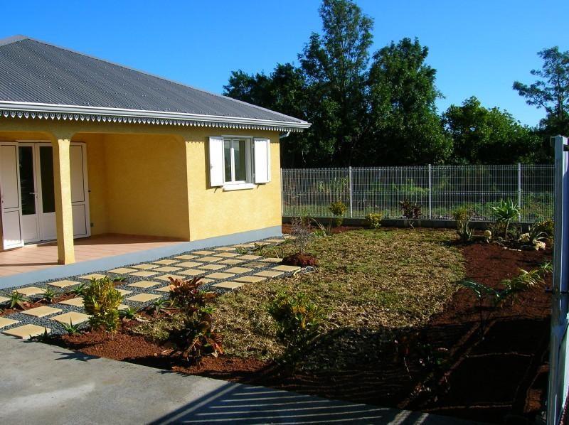 Sale house / villa Le tampon 250000€ - Picture 1