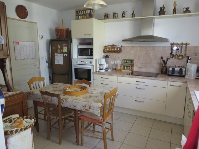 Sale house / villa Menesplet 169600€ - Picture 2