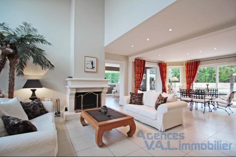 Deluxe sale house / villa Santeny 880000€ - Picture 1