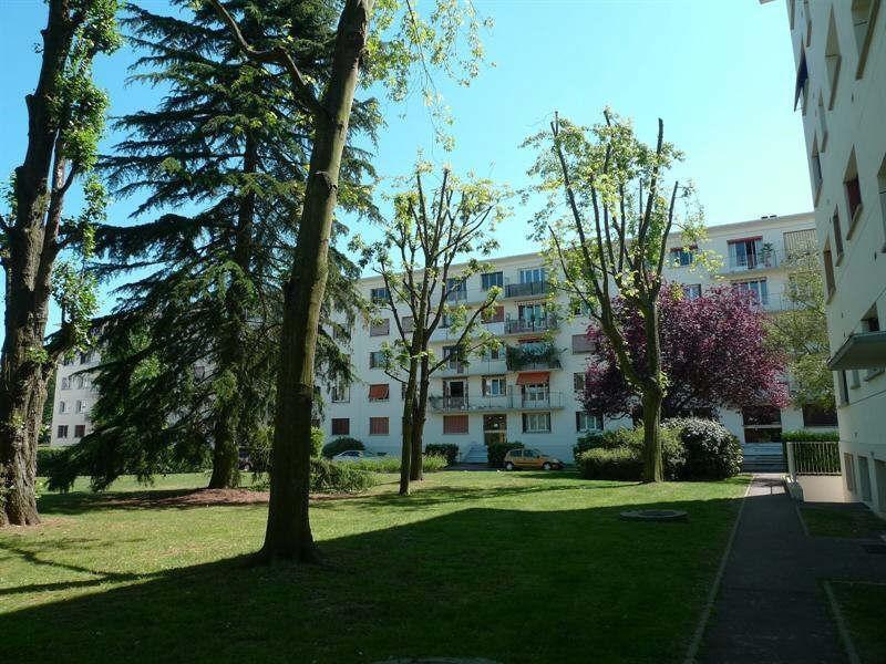 Location appartement La celle st cloud 1250€ CC - Photo 1