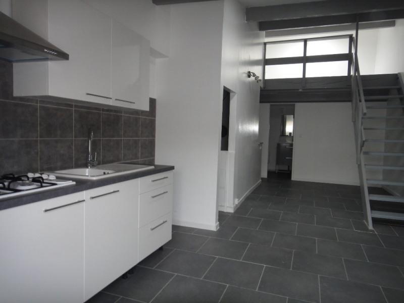 Location appartement Saint-mitre-les-remparts 530€ CC - Photo 1