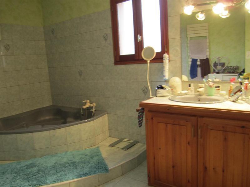 Sale house / villa Barbezieux st hilaire 262000€ - Picture 9