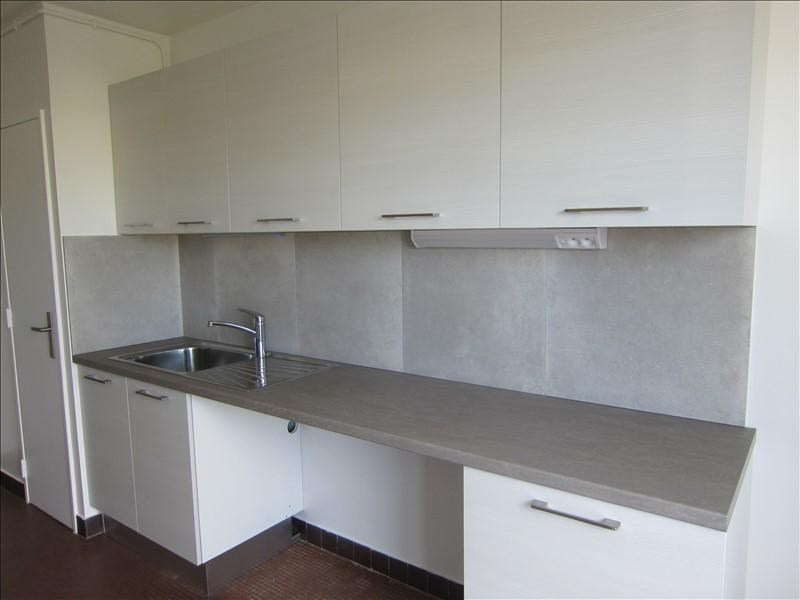 Rental apartment Conflans ste honorine 945€ CC - Picture 2