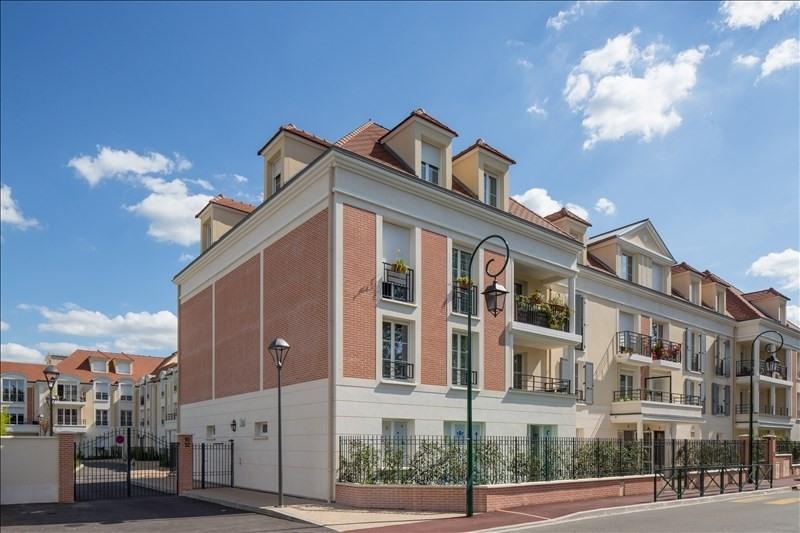 Rental apartment Plaisir 800€ CC - Picture 1