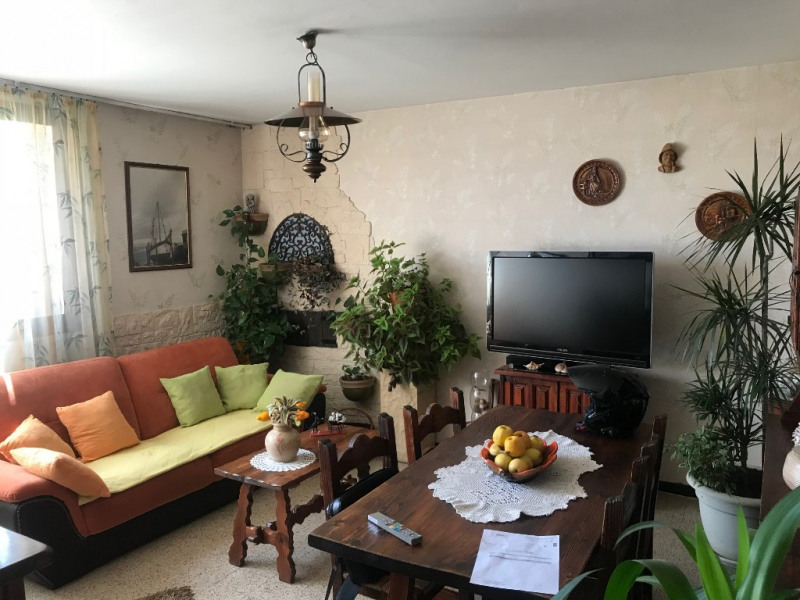 Sale apartment Marseille 77 000€ - Picture 1