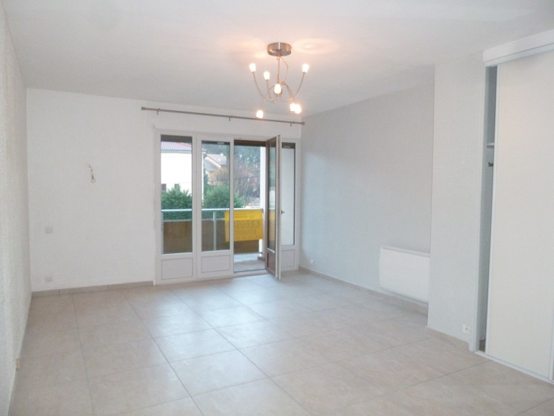 Location appartement Oullins 471€ CC - Photo 1