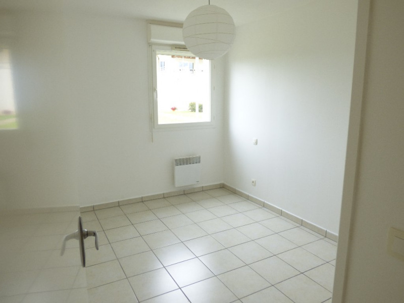 Rental apartment Saint loubes 705€ CC - Picture 5