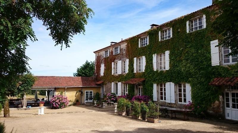 Deluxe sale house / villa Milhac de nontron 615000€ - Picture 1