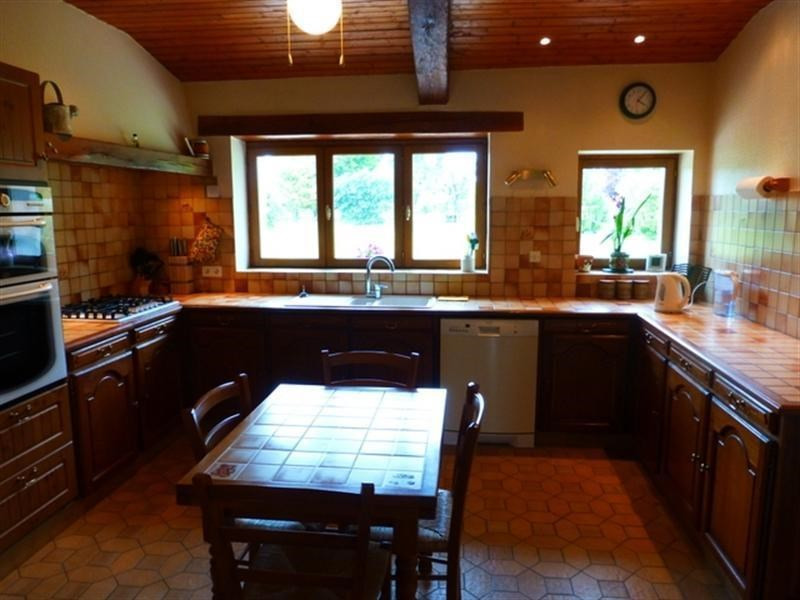 Sale house / villa St jean d angely 258 475€ - Picture 2