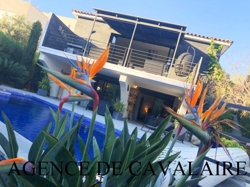 Villa T 7 à Cavalaire d'architecture moderne et proche plage