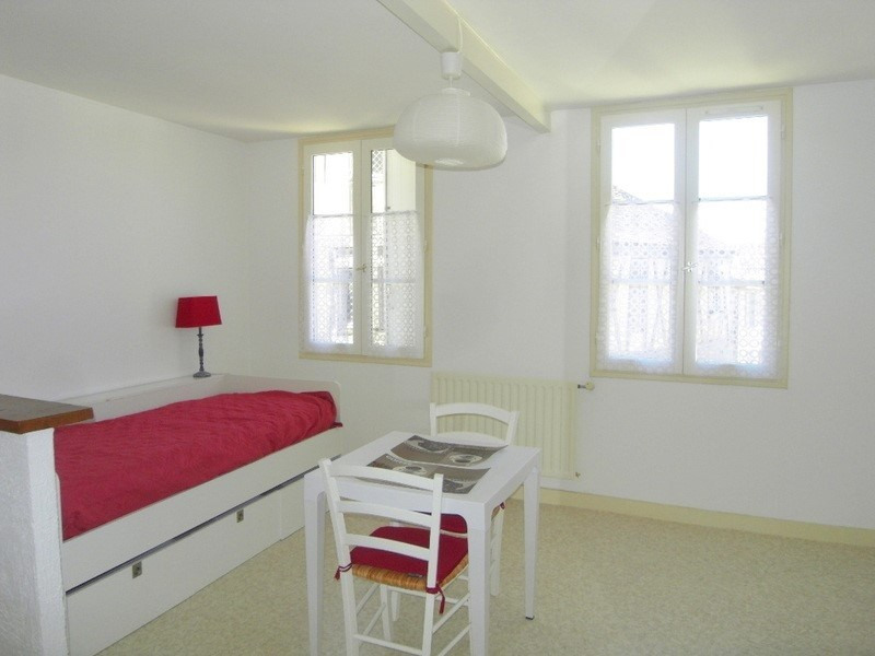 Location appartement Cognac 331€ CC - Photo 1