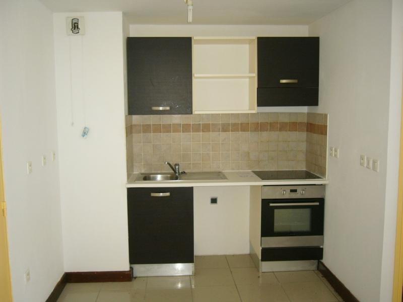 Rental apartment St denis camelias 630€ CC - Picture 3