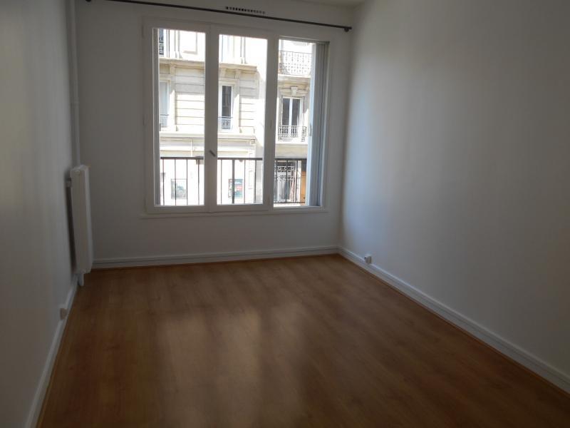Location appartement Paris 18ème 1050€ CC - Photo 3