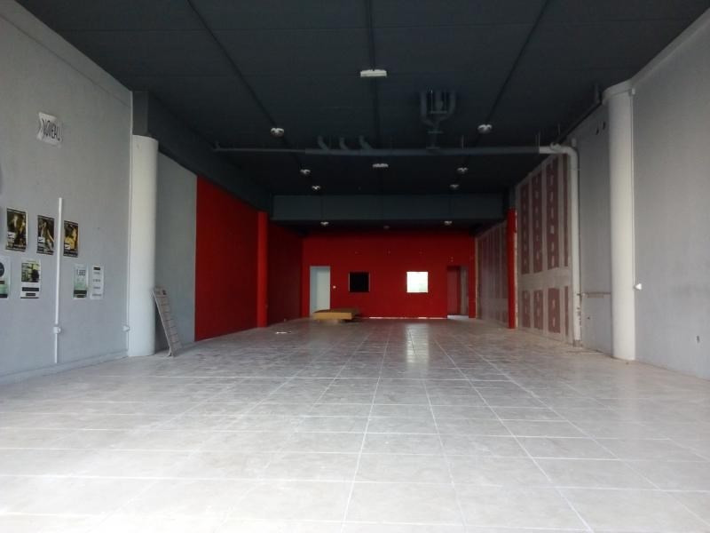 Location local commercial St pierre 3349€ HT/HC - Photo 4