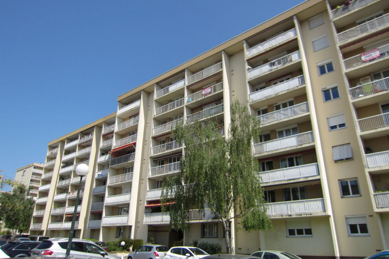 Rental apartment Chilly-mazarin 912€ CC - Picture 1