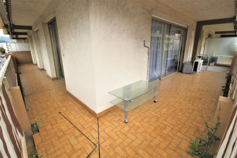 Sale apartment Saint laurent du var 294 000€ - Picture 3