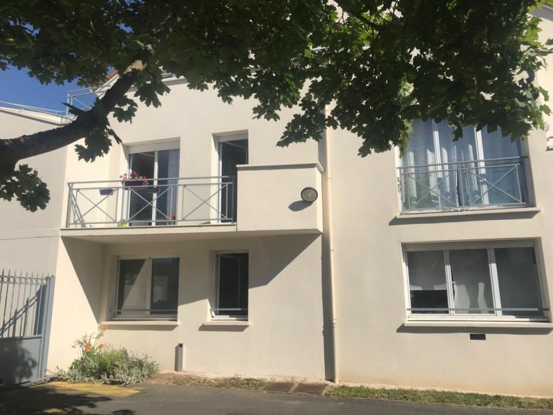 Rental apartment La ville du bois 690€ CC - Picture 1