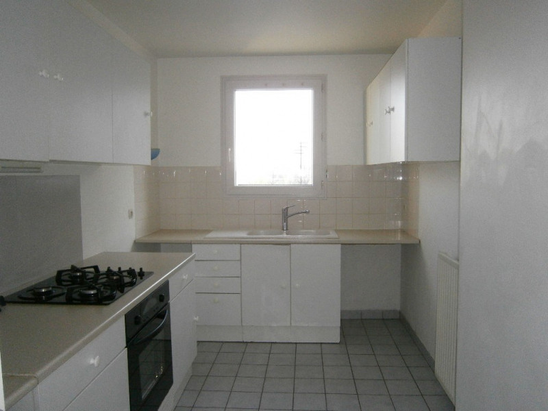 Location appartement Guyancourt 950€ CC - Photo 3