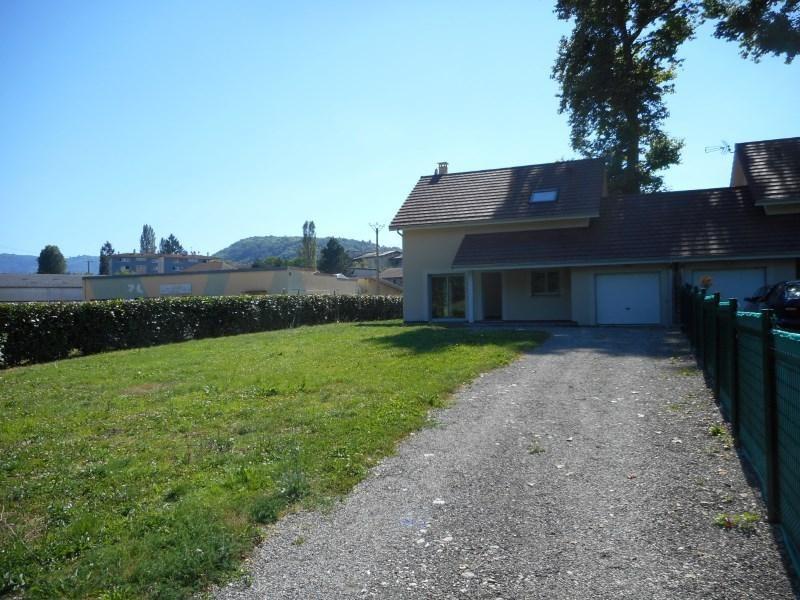 Rental house / villa St geoire en valdaine 851€ CC - Picture 1