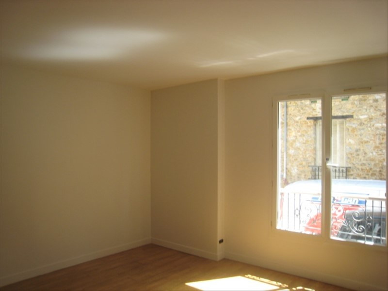 Rental apartment St cloud 766€ CC - Picture 2