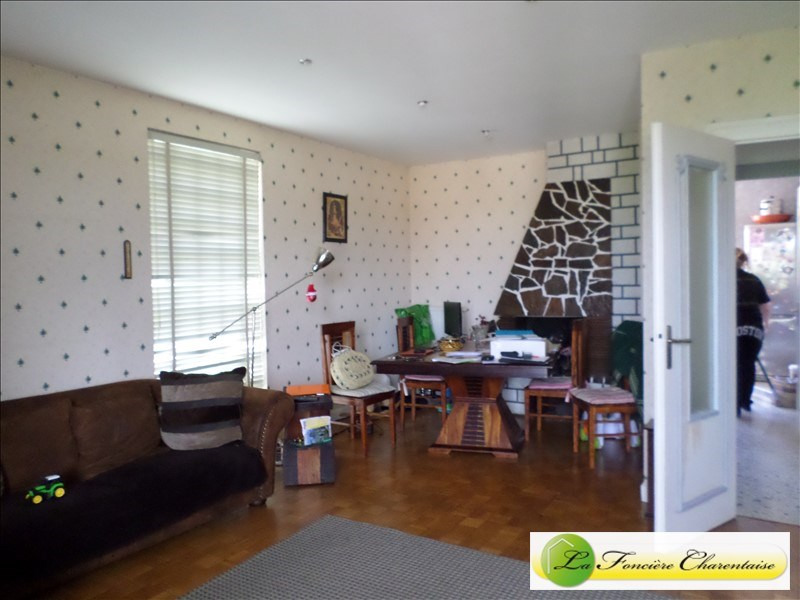 Sale house / villa La couronne 160 500€ - Picture 2
