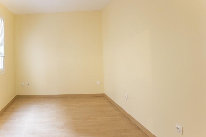 Sale apartment Montfort l amaury 83000€ - Picture 3