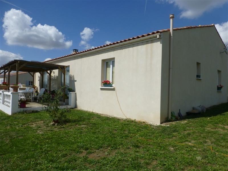 Sale house / villa Saint-jean-d'angély 172000€ - Picture 1
