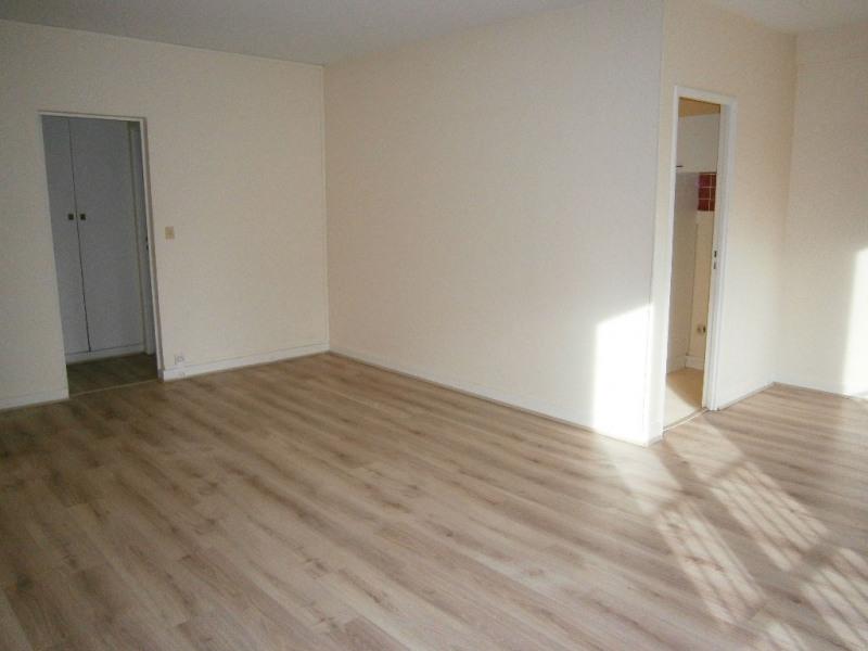 Location appartement Versailles 1180€ CC - Photo 3