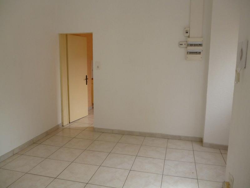 Rental apartment Tarbes 330€ CC - Picture 2