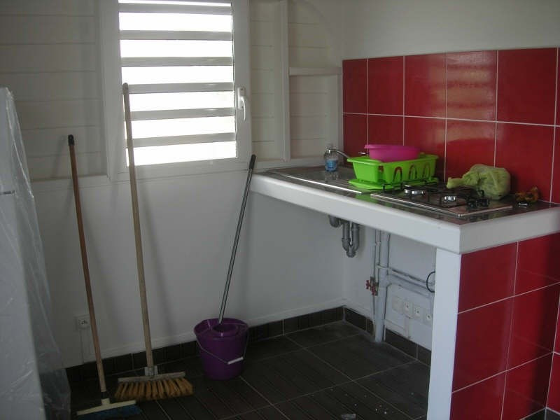 Rental apartment Ste anne 670€ CC - Picture 6