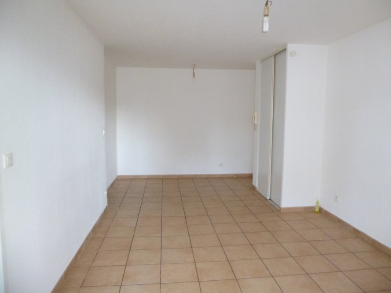 Location appartement Nimes 467€ CC - Photo 2