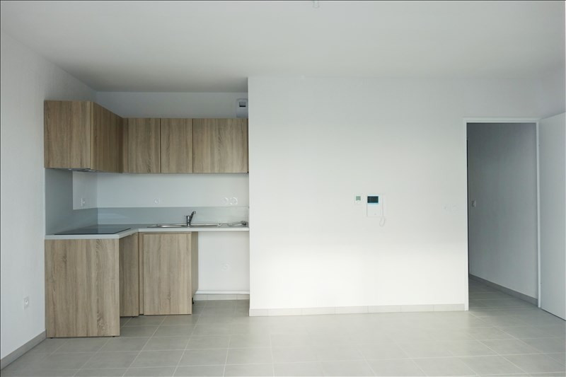 Rental apartment Londe les maures 903€ CC - Picture 2