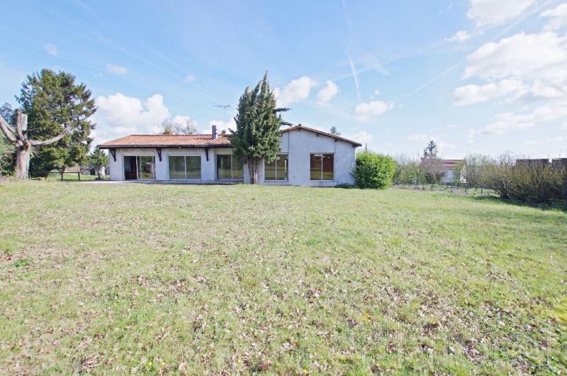 Sale house / villa Le may sur evre 252000€ - Picture 2