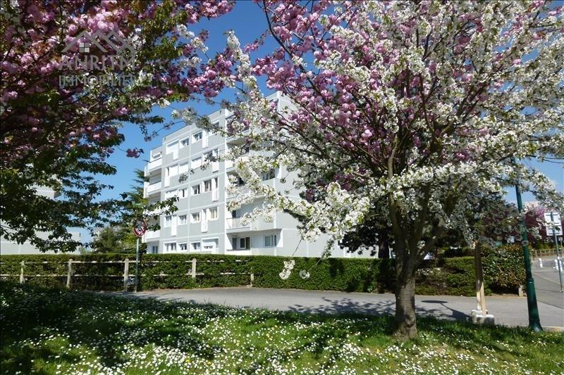 Location appartement Plaisir 1240€ CC - Photo 1