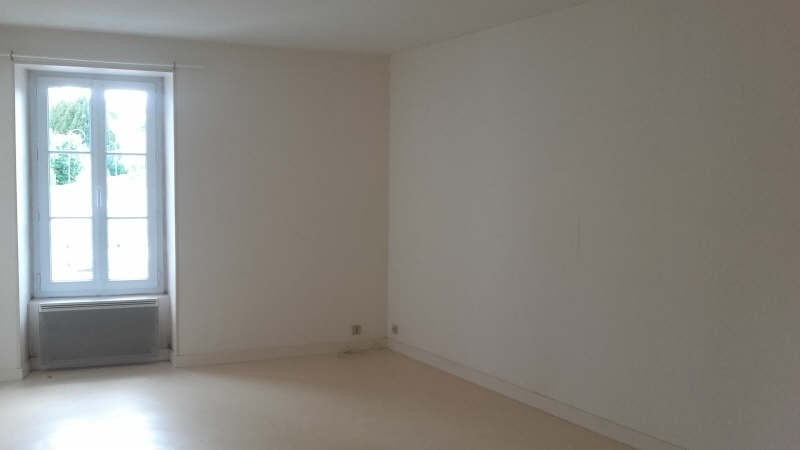 Location appartement Liguge 373€ CC - Photo 3