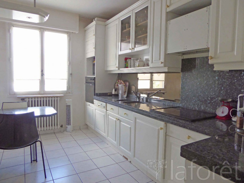 Sale apartment Villeurbanne 330000€ - Picture 4