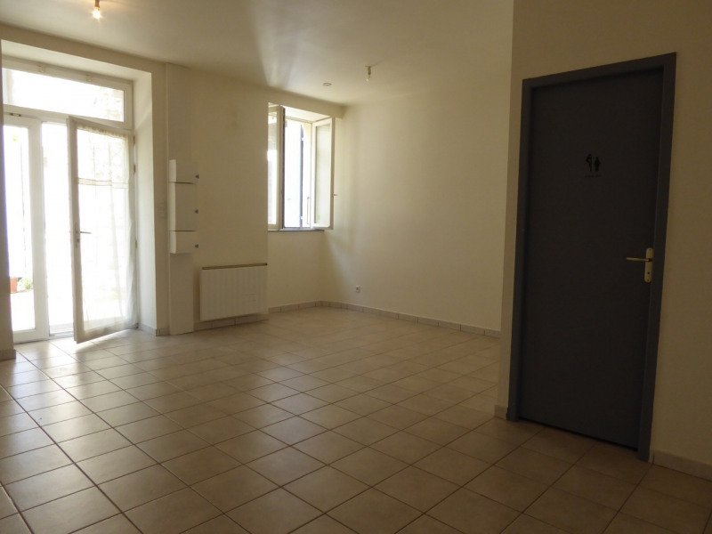 Location appartement Villeneuve-de-berg 340€ CC - Photo 1
