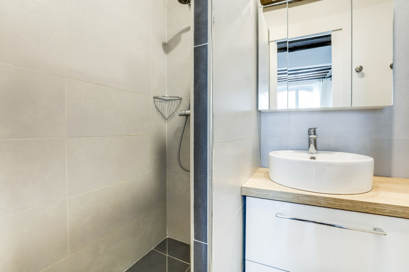 Sale apartment Paris 1er 330 000€ - Picture 6