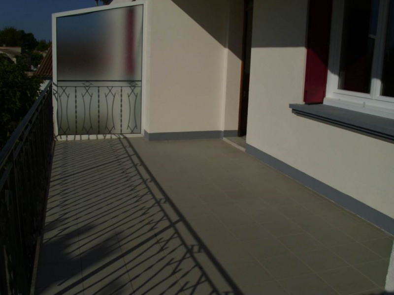 Rental apartment Entraigues sur la sorgue 780€ CC - Picture 3